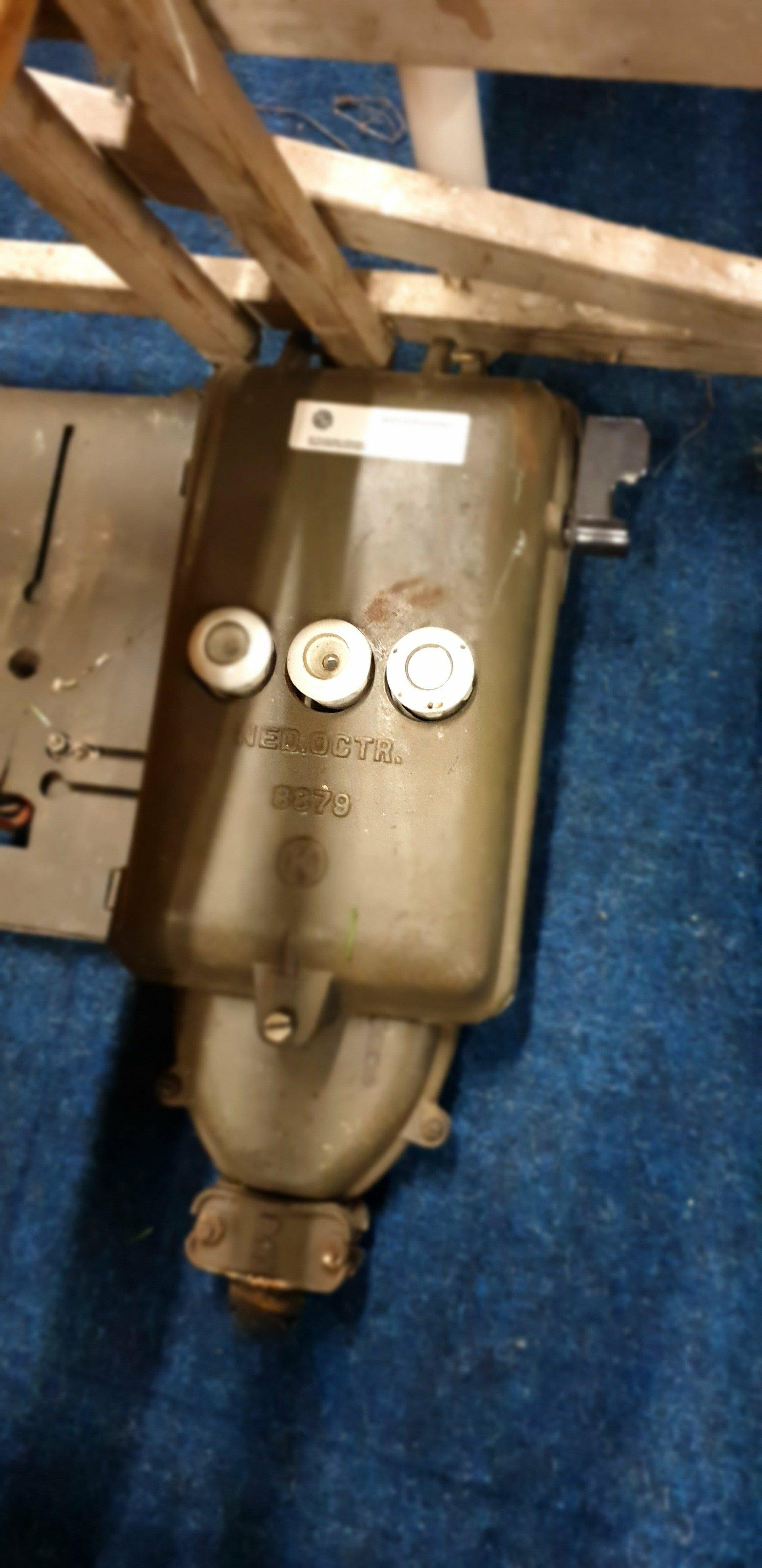 Meterkast retro vintage met ophangplaat